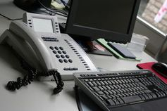 Büro: Mehr Stress, aber auch mehr Arbeitswille. Bild: Martin Moritz/pixelio.de