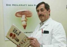 """Pilzforscher Prof. Dr. Ian Lelley rät: """"Wer Pilze isst, lebt länger."""" Bild: Pressebüro König"""