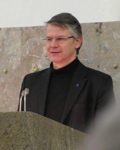 Durs Grünbein bei der Laudatio zur Verleihung des Max-Beckmann-Preises an Barbara Klemm, 2010