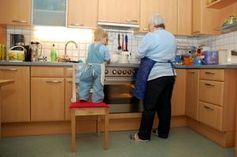 Küche: Kinder suchen Antworten auf Google . Bild: pixelio.de, R. Ortner
