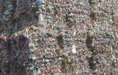 Plastikmüll: Brennstoff dank des neuen Geräts. Bild: Peter v. Bechen/pixelio.de