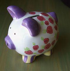 Sparschwein: Bei Lebensversicherungen und Riester-Verträgen werden die Sparschweine zwar gefüttert aber letztenendes erhalten andere das Geld (Symbolbild)