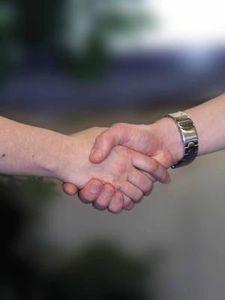 Handschlag: Festigkeit ist Indiz für Hirngesundheit.