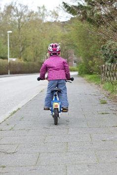 """""""Startklar auf zwei Rädern: Aber nur auf dem Gehweg!"""" Bild: """"obs/Wort & Bild Verlag - Gesundheitsmeldungen/picture alliance/Westend61"""""""