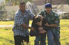 Tiko (Fernando Vargas) und Johnny (Emile Hirsch) entführen Zack (Anton Yelchin) und zerren ihn in den Van. © 2007 Concorde Filmverleih GmbH