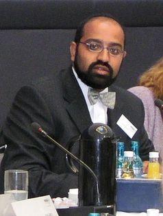 Josef Philip Winkler im Fraktionssaal der Grünen im Bundestag