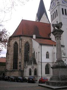 Der Ostchor mit der Kapitelsakristei und der Roritzerkapelle