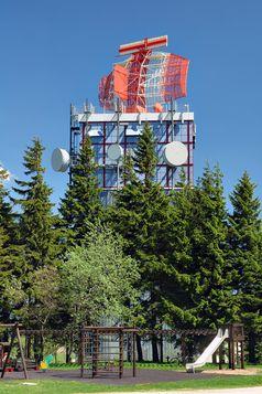 SRE-M-Weitbereichsradaranlage (En-route-Radar) der DFS auf dem Auersberg im Erzgebirge.