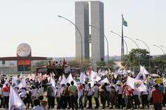 Indigene und Aktivisten protestieren gegen Belo Monte, Brasília, Brasilien. Bild: Valter Campanato/ ABr