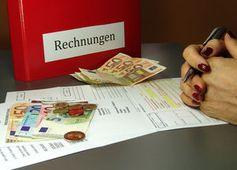 Rechnungen: App-Bezahlung wird einfacher (Foto: pixelio.de/GG-Berlin)