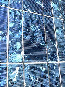 Polykristalline Silizium-Solarzellen in einem Solarmodul Bild: Georg Slickers / de.wikipedia.org
