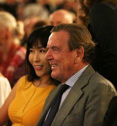 Kim So-yeon und Gerhard Schröder (2018)