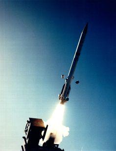 Das Medium Extended Air Defense System (MEADS) ist ein Flugabwehrsystem, das sich aktuell in Entwicklung befindet und ab 2012/14 die Flugabwehrsysteme Roland, Hawk und teilweise Patriot ablösen sollte. Roland und Hawk sind bereits seit 2005 außer Dienst gestellt.