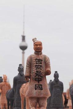 Die Stadt Xi'an bringt Terrakottakrieger-Kunstwerk nach Berlin