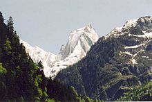Piz Badile im schweizerischen Bergell ist Teil einer Kette und nach hochalpiner Definition trotz imposanten Aussehens ein Nebengipfel Bild: Markus Schweiß / de.wikipedia.org