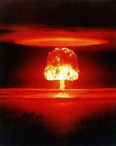 """Atombombentest """"Romeo"""" (Sprengkraft 11 Megatonnen TNT-Äquivalent) am 27. März 1954 auf dem Bikini-Atoll (Symbolbild)"""