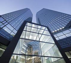 Deutsche-Bank-Zentrale: 28 Mrd. Euro auf Irrwegen.