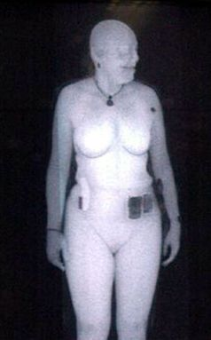 Röntgen-Rückstreuaufnahme einer Frau