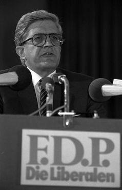 Burkhard Hirsch auf dem FDP-Bundesparteitag 1981 in Köln