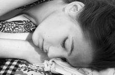 Schlafendes Mädchen: Teens verzichten auf Schlaf. Bild: Sarah Blatt, pixelio.de
