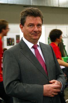 Lutz Trümper in seiner Funktion als Schirmherr bei dem RoboCup German Open 2012 in Magdeburg