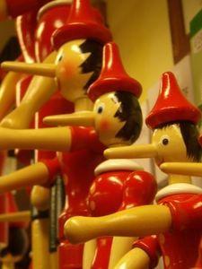 Pinocchio: bekommt lange Nase durchs Lügen. Bild: pixelio.de/Bredehorn.J