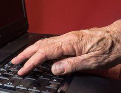 Hand: Tägliche Wartezeiten verkürzen Lebenszeit. Bild: pixelio.de, Rainer Sturm