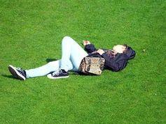 Teenager: Schlafenszeit beeinflusst Gesundheit.