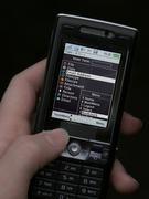 Dank der Software MIDMAY können Geschäftsreisende mit ihrem Handy künftig auf die gesamte Information ihres Computers zugreifen. © Fraunhofer SIT