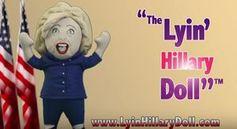 """""""Lyin' Hillary"""": Puppe in Geschäft aufgehängt. Bild: youtube.com, Screenshot"""