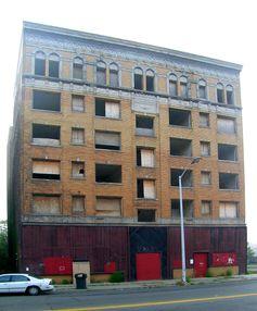 Leerstehendes und verfallenes Gebäude in Detroit (2008)