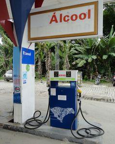 Ethanol-Tankstelle in Paraty, Brasilien