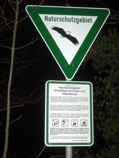Naturschutzgebiet: NSG-Schild und Hinweisschild mit Beschreibung, Geboten und Verboten in Nordrhein-Westfalen