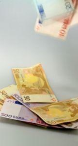Multi-Mandate steigern Top-Gehälter. Bild: pixelio.de, RainerSturm