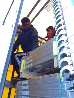Zwei afghanische Migranten mussten mehrere Tage auf der Ladefläche eines Lkw-Aufliegers zubringen. Bild: Bundespolizei)