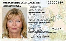 In Deutschland seit 1. November 2010 ausgegebener Personalausweis Bild: de.wikipedia.org