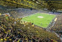 """Beliebtestes Fußballstadion Deutschlands: Signal Iduna Park in Dortmund: Deutschlands beliebteste Fußballtempel stehen in Dortmund, Berlin und München. Bild: """"obs/Testberichte.de/BVB"""""""