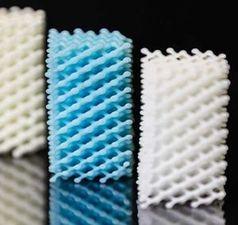 Flexible und stark dehnbare Silikonstrukturen aus dem 3D-Drucker.