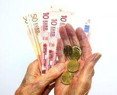 Geld in den Händen: Warten zahlt sich oft aus.