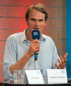 Fabian Hinrichs auf der Pressekonferenz zum Franken-Tatort