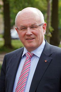 Volker Kauder (2010) Bild: Dirk Vorderstraße / de.wikipedia.org