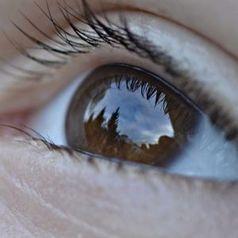 Auge: Anstrengung bei Pupillen sichtbar. Bild: pixelio.de, Olaf Barth