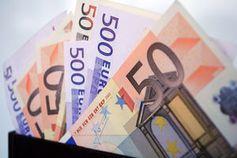 Geldscheine: Europas Banken bei Krise in Gefahr. Bild: pixelio.de/Esther Stosch