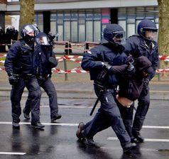 Polizei verhaftet Antifa aus dem schwarzen Block