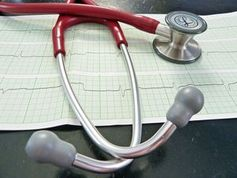 Stethoskop: Allgemeinchecks nicht immer sinnvoll. Bild: pixelio.de, Andrea Damm