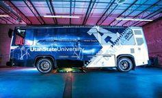 Elektro-Bus: wird über Ladeplatte mit Strom versorgt. Bild: usu.edu
