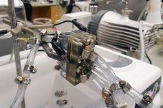 Prototyp der MIT-Aluminium-Luft-Batterie im Labor.