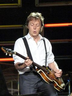 Paul McCartney bei einem Konzert in Dublin (2010) Bild: Flickr / wikipedia.org