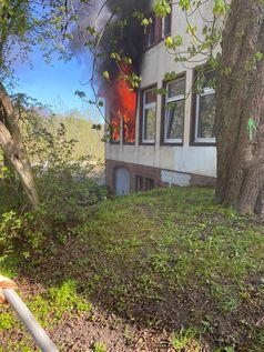 Ein Zimmer in der kommunalen Unterbringung brannte in voller Ausdehnung. Bild: Polizei