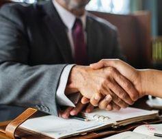 Handschlag: Geregelte Übergabe sichert Erfolg